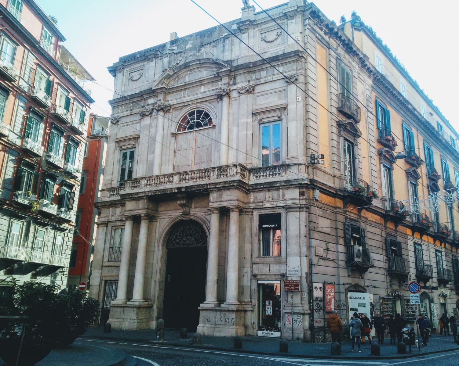 Palazzo Doria D'Angri, il balcone dove Garibaldi annunciò l'annessione all'Italia