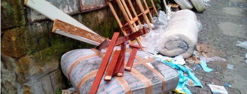 Terra del Sonno: contro l'incivile abbandono dei materassi [FOTO]