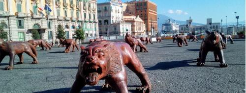 Veri lupi a piazza Municipio: parola di cane [FOTO]