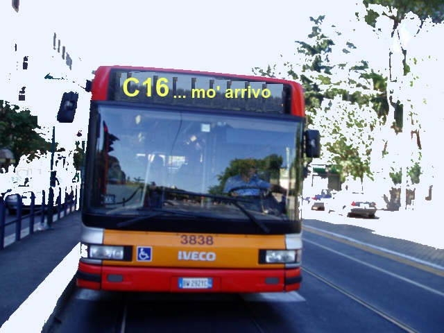 Autobus pubblico in via Imbriani: velocità media di 14 km/h