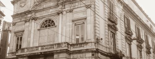 Napoli, quel balcone dove Garibaldi proclamò l'Unità d'Italia [FOTO]