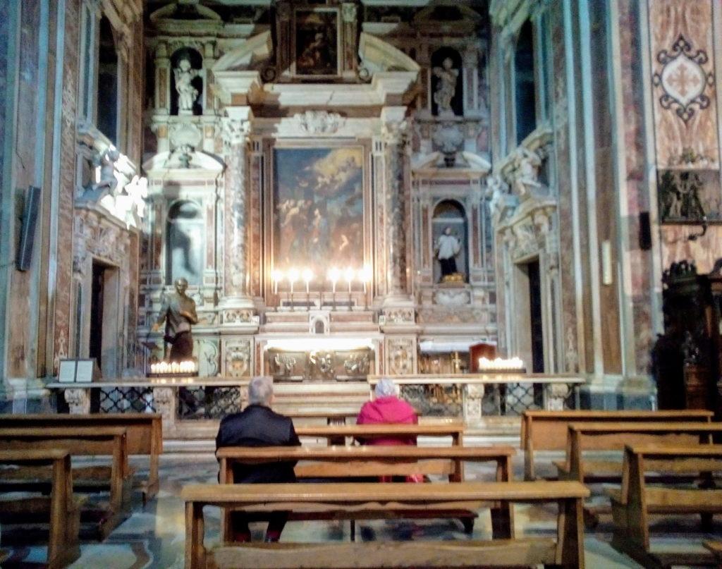 La tomba di Giuseppe Moscati alla chiesa del Gesù Nuovo di Napoli