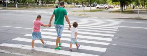 Strisce pedonali napoletane: non passa lo straniero