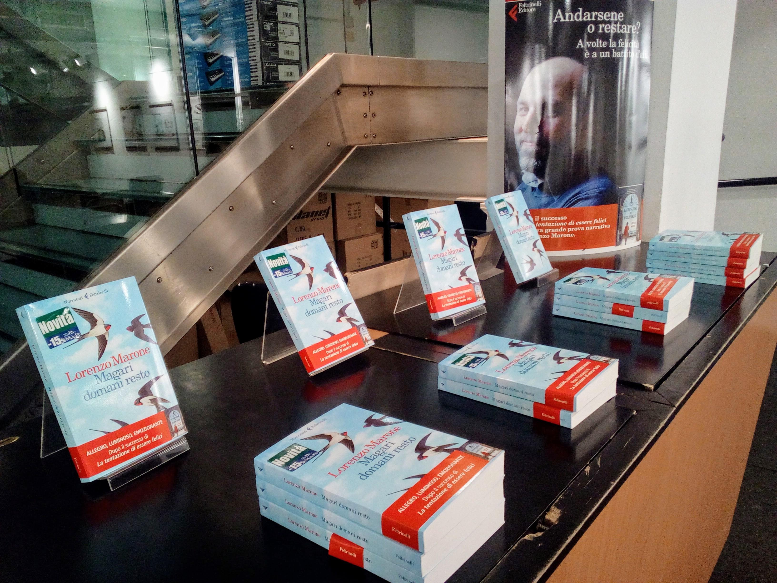 """""""Magari domani resto"""", il nuovo libro di Lorenzo Marone presentato alla Feltrinelli di Napoli"""