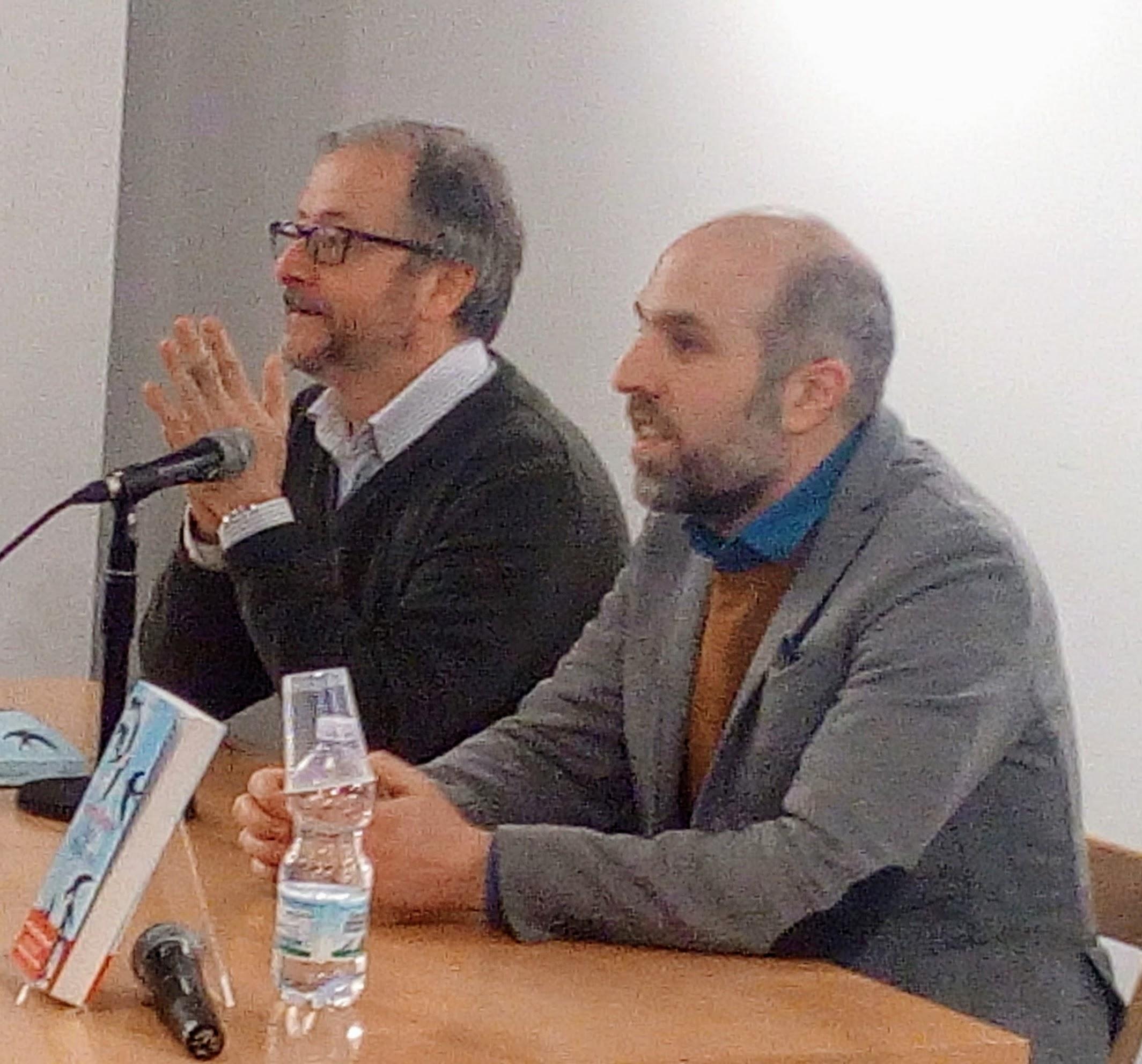 """Lorenzo Marone e Diego De SIlva alla Feltrinelli di Napoli per presentare """"Domani magari resto"""", il nuovo libro di Marone"""