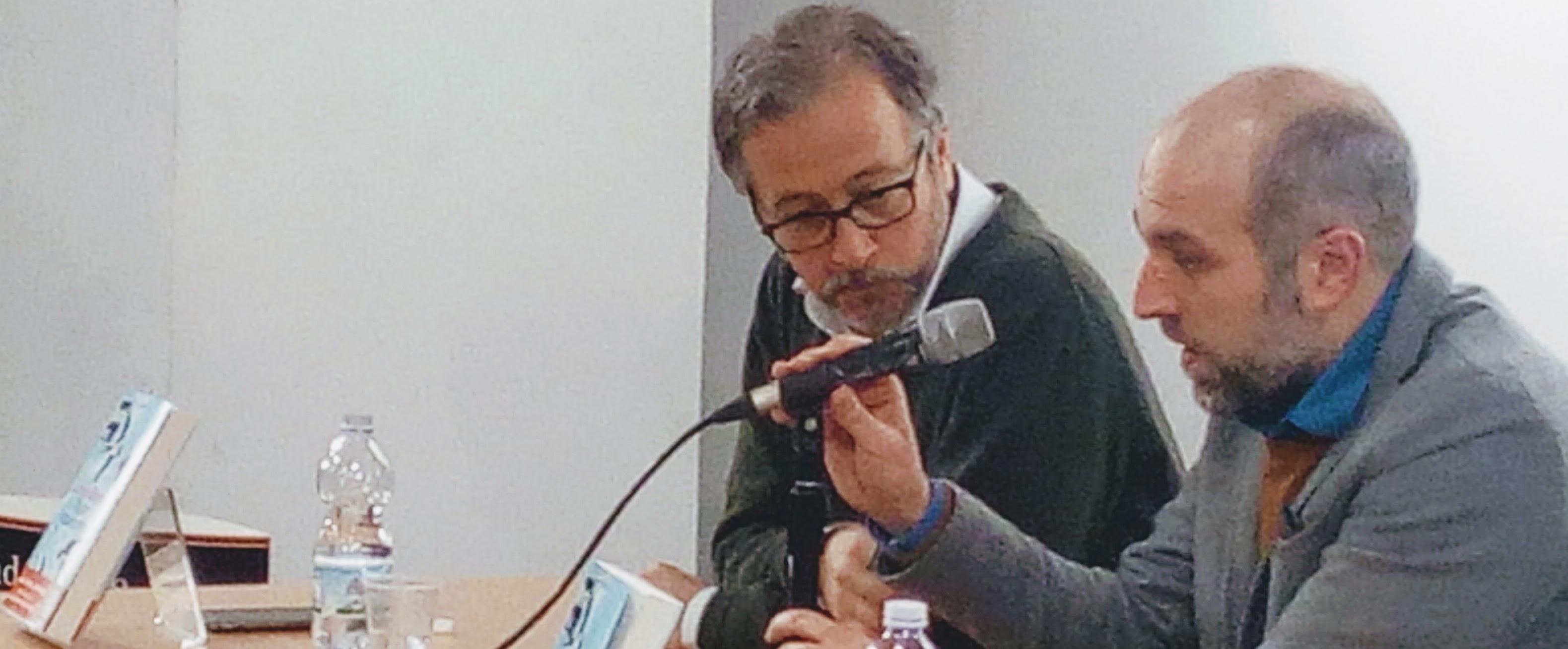 Lorenzo Marone alla Feltrinelli di Napoli con Diego De Silva