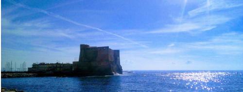 Dalla terrazza di Castel dell'Ovo, il mare di Napoli in un minuto [VIDEO]