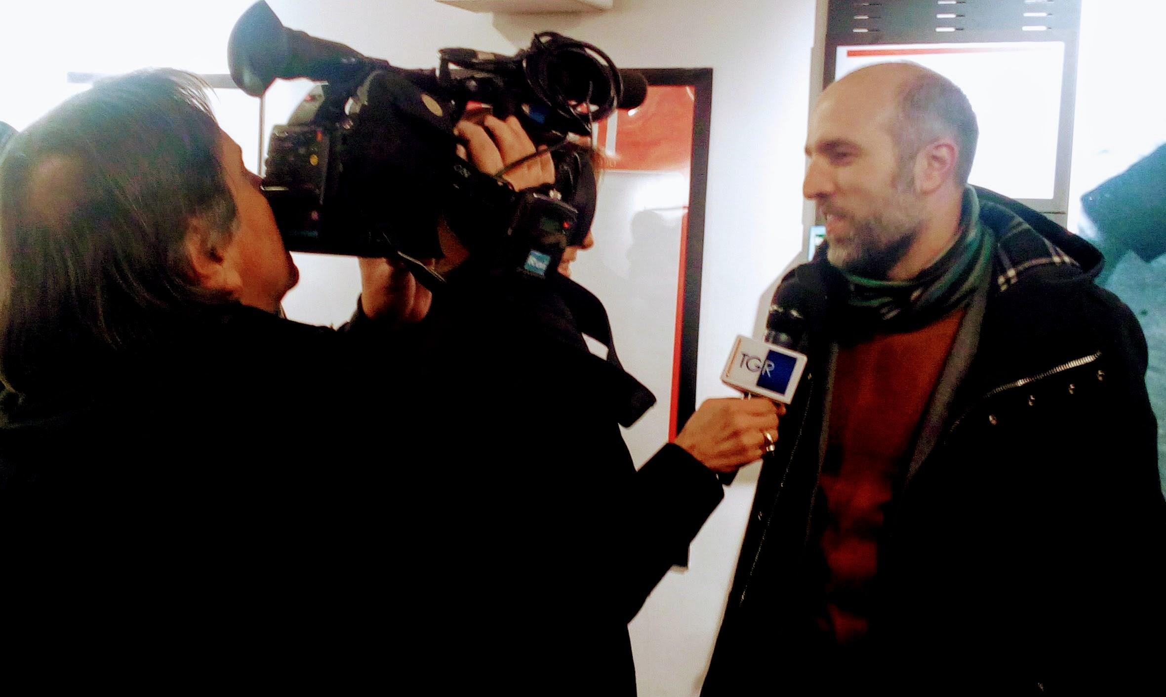 """Lorenzo Marone alla Feltrinelli di Napoli presenta """"Magari domani resto"""" (intervista al TG3)"""