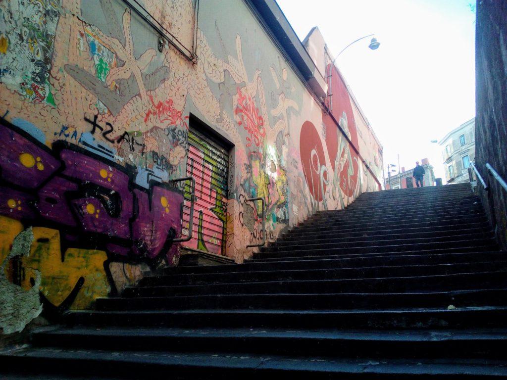 O Mast fa e' fierr e e fierr fanno o' mast, il murales di salita Pontecorvo nei pressi di piazza Dante, traversa via Toledo