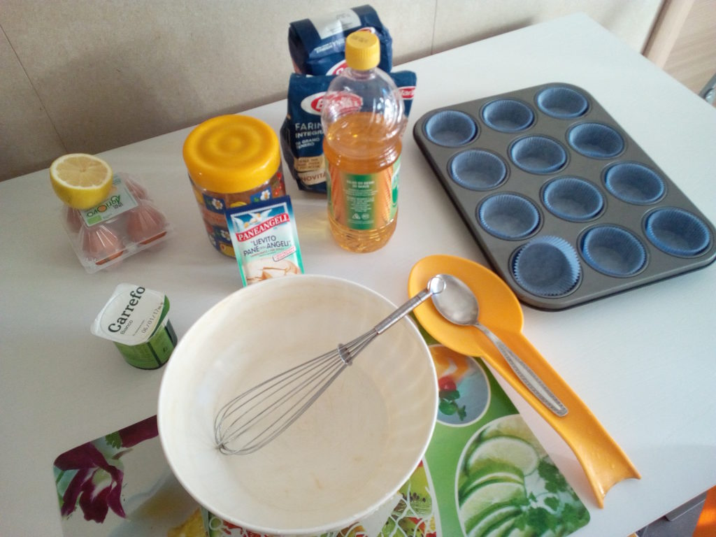 Gli ingredienti per preparare i 12 muffin in 15 minuti