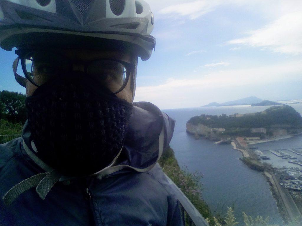 In bici al parco Virgiliano di Posillipo