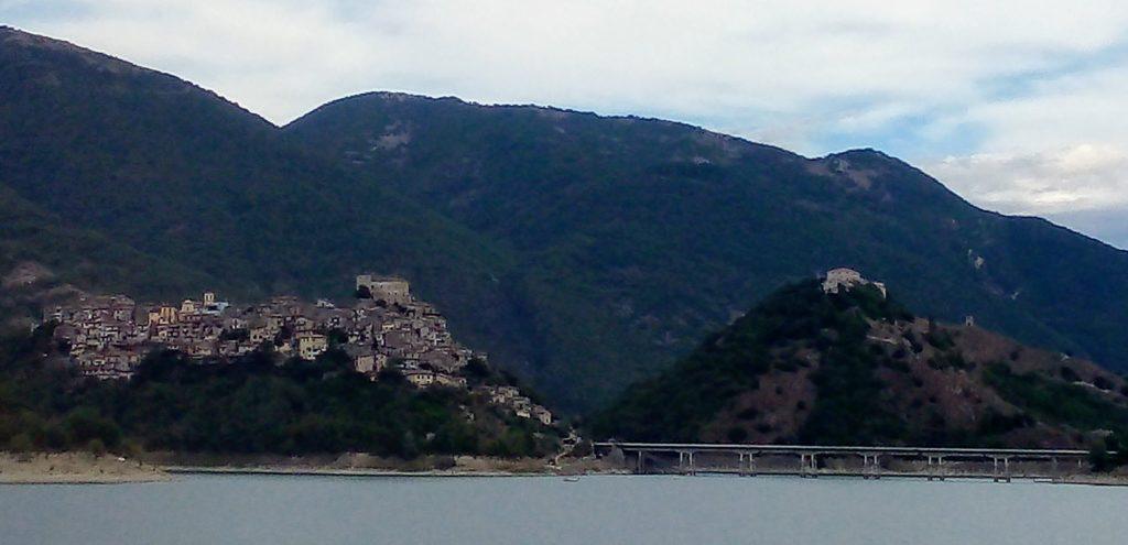 Alla scoperta di Castel di Tora, un borgo in provincia di Rieti