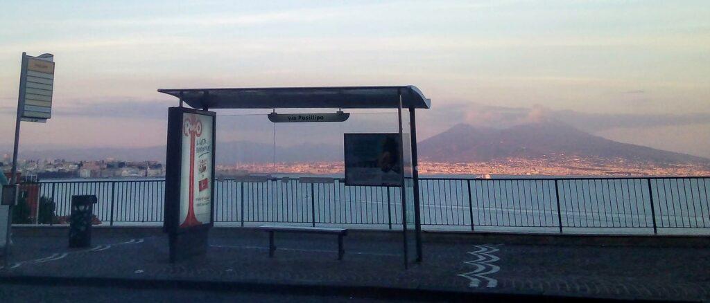 A Posillipo la fermata dell'autobus più bella del mondo?