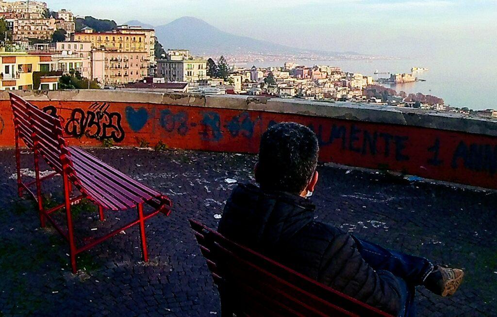 Mentre osservo il panorama (ferito) di via Aniello Falcone