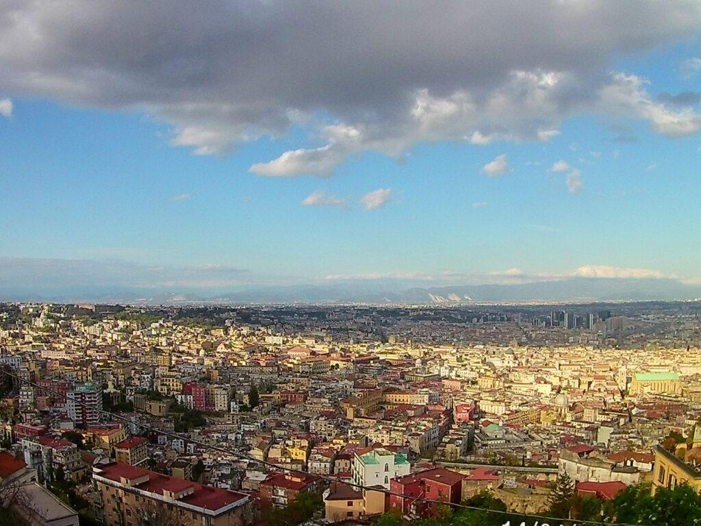 Dalla Pedamentina, il nuvolone su Napoli