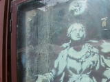 """""""La madonna con la pistola"""", il murales di Banksy salvato da Agostino 'o pazz [FOTO]"""