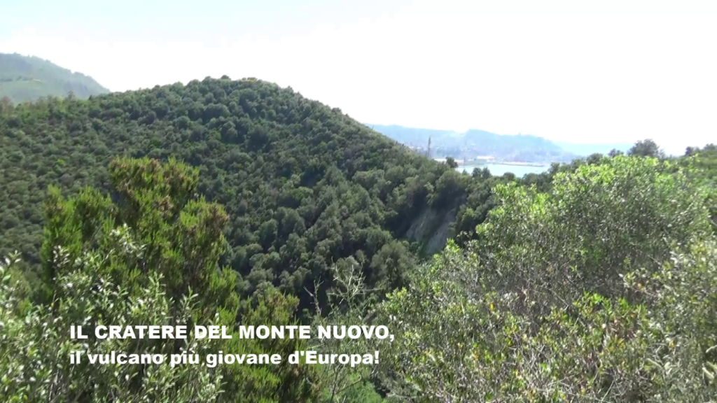 Sul cratere del Monte Nuovo a Pozzuoli, il vulcano più giovane d'Europa