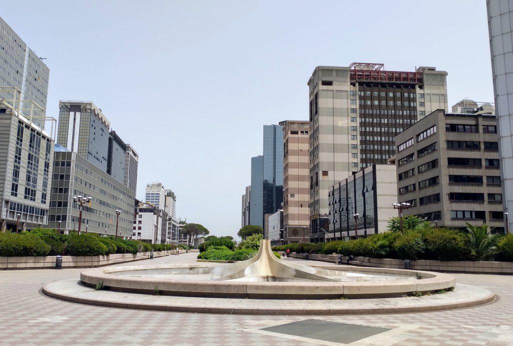 La fontana del Centro Direzionale di Napoli spenta da sei anni